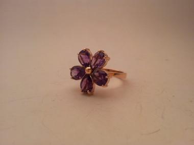 Anello fiore Viola versione oro rosa e con cinque ametiste a forma di petalo