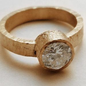 Anello di fidanzamento Meda Orafi effetto oro grezzo