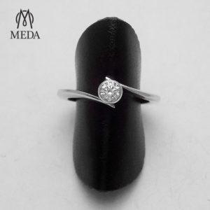 Anello di fidanzamento con diamante solitario