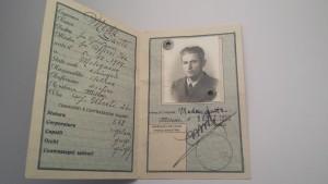 Dante Meda, orafo e artista rappresentato nella foto sulla carta di identità (Milano, 1952)