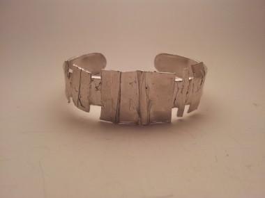 Bracciale artigianale in stile Antica Roma con bagno di platino e aperto