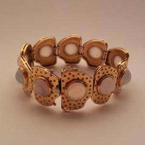Bracciale artigianale realizzato in oro giallo e pietre lunarie