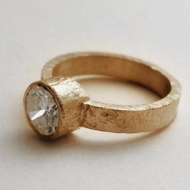 Anello di fidanzamento Meda Orafi particolare laterale