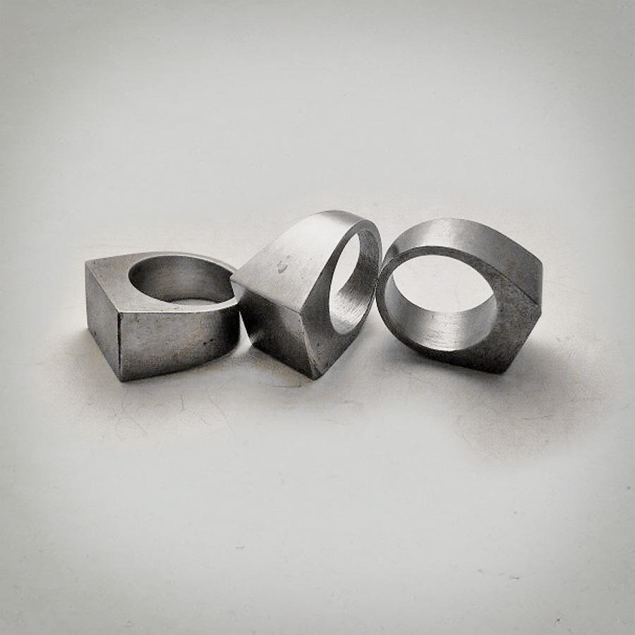 Originali anelli in acciaio Bullone di Dante Meda