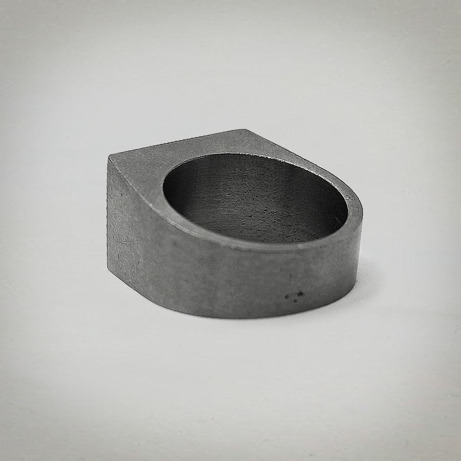 Anello Bullone in acciaio sdraiato, replica dell'originale di Mario Meda