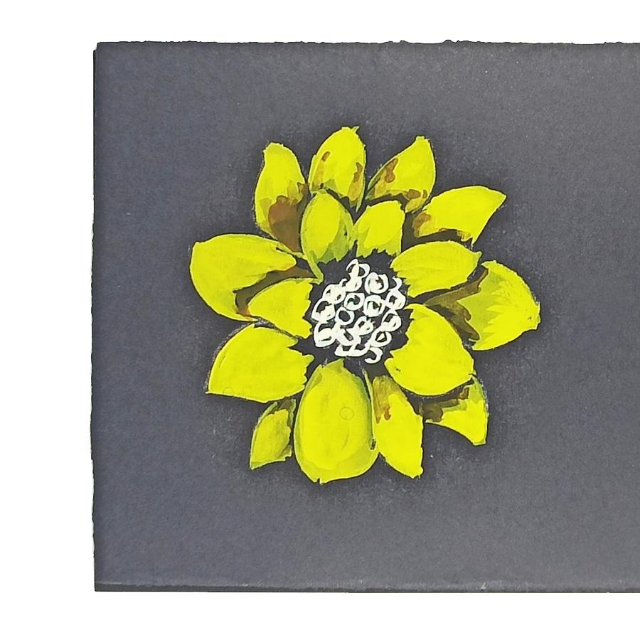 Il disegno di un fiore giallo realizzato da Mario Meda come studio di forme e stili per i suoi gioielli artigianali