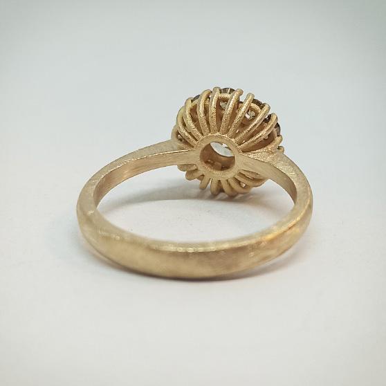Dettaglio del castone anello di fidanzamento modello Retrò