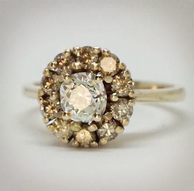 Anteprima dell'anello di fidanzamento Retro oro giallo e diamanti champagne