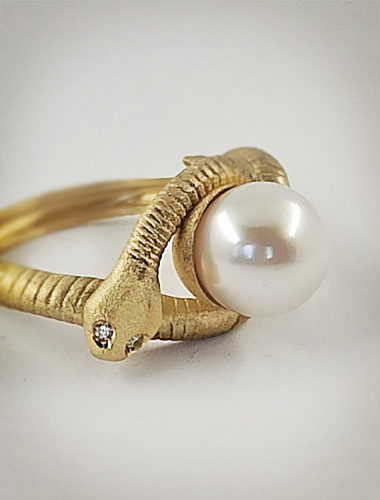 Anello Serpente in oro e perla anteprima