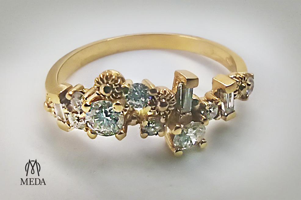 Anello di fidanzamento su disegno in oro giallo e diamanti