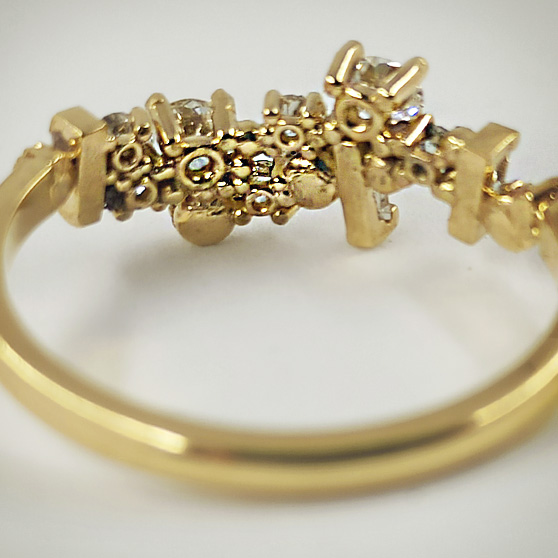 Anello di fidanzamento in oro e diamanti