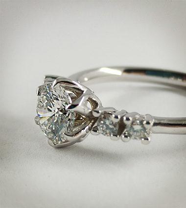 Anello con diamanti anteprima